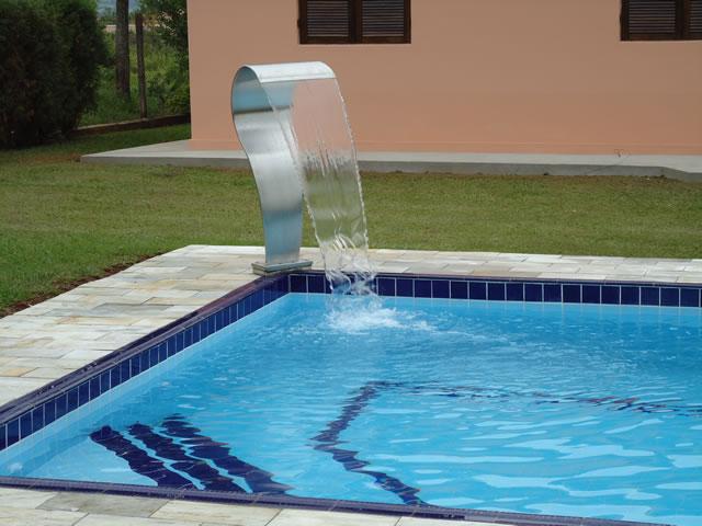 Estilo piscinas cascatas for Piscinas modelos