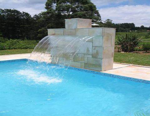 Estilo piscinas cascatas for Estilo de piscina